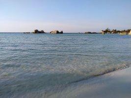 Air laut tenang dan jernih
